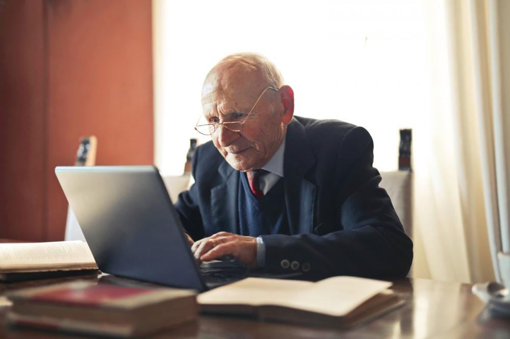 Bild:Im Ruhestand etwas Neues Lernen? Bewegung im digitalen Raum